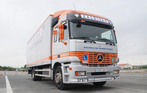 Camión y trailer